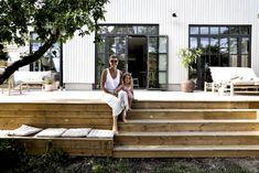 – Valerie Aflalo – Back yard patio Casa Patio, Small Backyard Patio, Backyard Pergola, Backyard Landscaping, Metal Pergola, Wooden Pergola, Backyard Patio Designs, Pergola Designs, Small Deck Designs