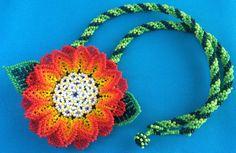 Mexican Huichol Beaded Flower Necklace / Choker por Aramara en Etsy