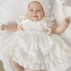 Ceremony Bonnet Beautiful babies bonnet handmade in Spain.Ivory lace overlay and satin ribbons. Baptism Gown, Christening Gowns, Baby Blessing Dress, Baby Dress, Baby Girl Fashion, Kids Fashion, Baby Girl Halloween, Cute Baby Pictures, Cute Outfits For Kids
