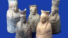 Conjunto de estatuillas halladas en Ibiza,en la Cueva del Culleran,San Vicente de Cala,donde habia un santuario en honor de Tanit,diosa de la fertilidad.  Siglos VII y VIII a.c.  Museo Arqueologico de Ibiza
