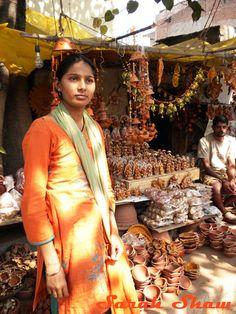 Vendor at a Diwali Market in New Delhi, India   via WanderShopper