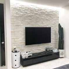 Want useful information and also tips on Living Room decor? Home Room Design, Home Interior Design, House Design, Room Interior, Tv Wall Design, Design Case, Foyer Design, Home Living Room, Living Room Decor