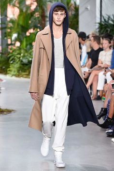 Lacoste Spring-Summer 2017 - New York Fashion Week New York Fashion, Ny Fashion Week, Fashion 2017, Fashion Show, Fashion Outfits, Fashion Trends, Guy Fashion, Lacoste, White Jeans Outfit