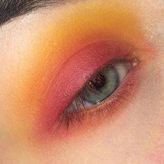 .  .  .  .  .  .  #makeup #mua #makeupart #makeupartist #eyeshadow #sunset #makeuplover