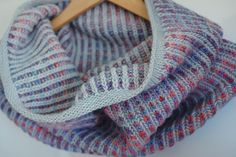 The perfect simple brioche cowl made from Manos del Uruguay Maxima in Stratus and Rainforest.