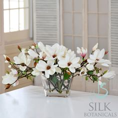 Jane Seymour Botanicals Tree Magnolias in Glass Vase Magnolia Centerpiece, Magnolia Bouquet, Magnolia Wedding, Magnolia Flower, White Flower Arrangements, Artificial Flower Arrangements, Artificial Flowers, Rosa Pink, Arte Floral
