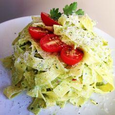 organic egg noodles with spinach n basil greek yogurt cream sauce. RECIPE: in a food processor or blender, combine 1cup plain Greek yogurt (...