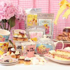 Afbeeldingsresultaat voor blond amsterdam ff bijkletsen Blond Amsterdam, Tea Party Cupcakes, Cupcake Cakes, Vintage Tea Parties, My Cup Of Tea, Illustrations And Posters, Beautiful Bathrooms, High Tea, Cool Kitchens