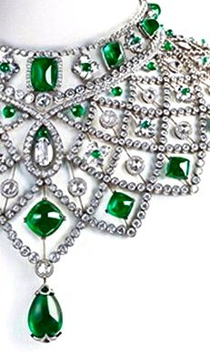 Emerald Le collier Romanov de Fabergé, Diamonds, Obviously Emeralds and White Gold, Quite the Defining Neckline.