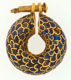 Earring from Egypt, the New Kingdom, Ramesside period - Dynasty 19, ca. 1295–1186 B.C. Gold, lapis lazuli.