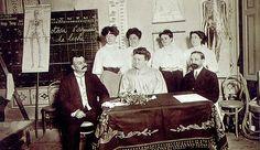 Cecilia Grierson, primera mujer argentina que se licenció en medicina  http://www.mujeresenlahistoria.com/2014/03/la-primera-doctora-argentina-cecilia.html