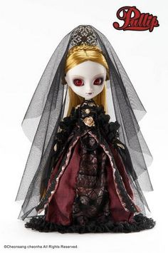 Vampire Set Pullip- Elisabeth (possibly reference to Countess Elizabeth Báthory) Pullip is an Asian fashion doll.
