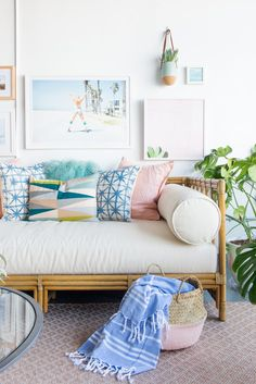 beach house furniture and interiors Daybed In Living Room, Beach Living Room, Home Living Room, Living Room Decor, Beach House Furniture, Beach House Decor, Home Furniture, Beach Houses, Beach Room Decor