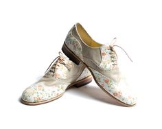 flower pattern and beige oxford shoes