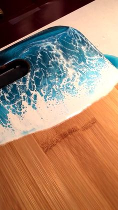 Do you love resin art? Especially when it reminds you the vacation trip? Diy Resin Art, Diy Resin Crafts, Diy Arts And Crafts, Wood Crafts, Epoxy Resin Table, Epoxy Resin Art, Acrylic Resin, Resin Table Top, Diy Epoxy