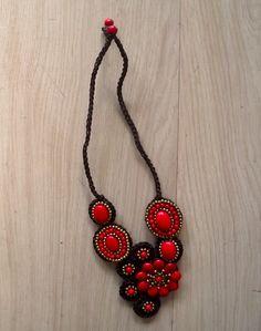 collana in cotone cerato e perle in legno