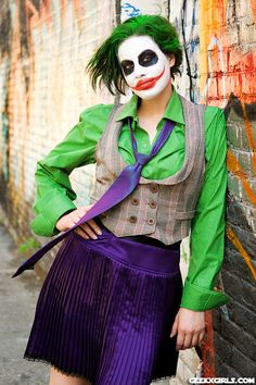 Lady Joker Is A Match For The Batman Embedded Link Lady Joker Cosplay [Gallery] Some pretty awesome pictures of Natalie (From Geekxgirls) and Sky cosplaying as The Joker and Batman. Costume Halloween, Joker Halloween, Halloween 2015, Diy Costumes, Halloween Themes, Cosplay Costumes, Costume Ideas, Halloween Makeup, Cosplay Ideas