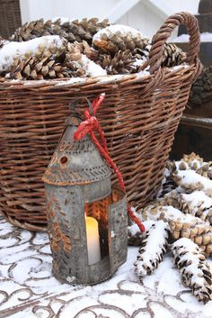Basket of pine-cones and a lantern in the snow.definitely reminds me of Christmas! Christmas Love, Country Christmas, Winter Christmas, All Things Christmas, Christmas Crafts, Merry Christmas, Outdoor Christmas, Winter Snow, Christmas Lights