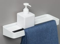 Toallero / estante para cuarto de baños de acero revestido de polvo BRUNT | Toallero by EVER Life Design