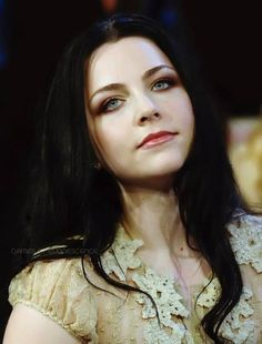 Amy Lee - Evanescence - I wish I looked like her! I Love Music, Good Music, Snow White Queen, Bring Me To Life, Amy Lee Evanescence, Women Of Rock, Metal Girl, Most Beautiful Women, Hello Beautiful