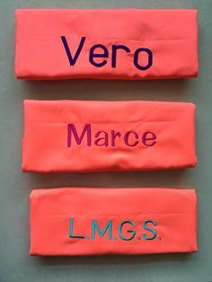 #ToallasQuickDry Tipografía color morado, rosa y turquesa.