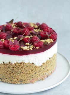 Cheesecake med hindbær, lakrids og karamelganache - Pilens Køkken