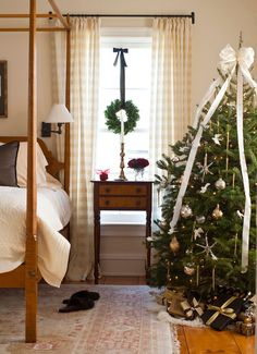 Decorating: Christmas Trees - Traditional Home® A tree in the bedroom is a fun way to spread the holiday spirit throughout the home, as well as a chance to experiment with holiday themes. This bedroom's woodsy palette is taken to the next level with a tree decorated with small birds, gold icicles, and other natural elements.
