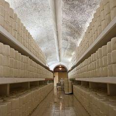 Anni '60 - Viene avviato il primo caseificio romano Brunelli di trasformazione e lavorazione del latte di pecora per la produzione standardizzata di Pecorino Romano.