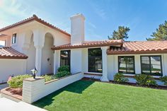 This La Jolla home was retro-fitted with Simonton vinyl painted Espress windows and doors.