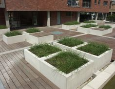 Beton, formglat, mikro sandblæst, poleret eller sand slebet. Vandfast og anti-graffiti beskyttet.