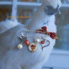 Epingle - broche  - fantaisie à pampilles - perles porcelaine, céramique - coeur et noeuds - métal argenté