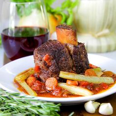 Want a great stew even if summer? These beef short ribs are right for you! Meat braised into red wine with crispy celery sticks and fresh tomatoes!
