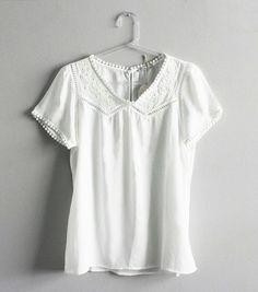 Que tal apostar em um look total white? A nossa blusa branca toda trabalhada nos detalhes é apenas uma das novidades que recebemos por aqui.   #poire #poirepelomundo #ootd #lookpoire #temnapoire #barrashopping #shoppingviaparque #riodejaneiro