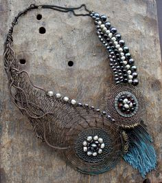 The Eloiza Necklace Wire Crocheted with Pearls. Example.