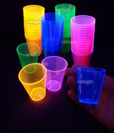 Neon cups for a neon party! Disco Party, Neon Party, Spa Party, Neon Birthday, 13th Birthday Parties, 15th Birthday, Birthday Bash, Neon Sweet 16, Blacklight Party