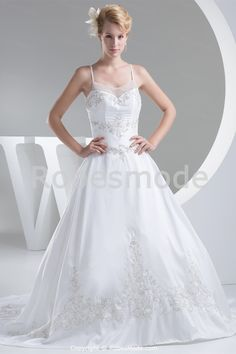 Robe de mariée à fines bretelles ornée de broderie et de perles à traîne balai € 275.99