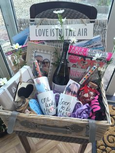 Creative Wedding Gift Baskets for Bride and Groom Engagement Gift Baskets, Engagement Party Gifts, Engagement Gifts For Couples, Engagement Presents, Wedding Hamper, Wedding Gift Baskets, Bridal Shower Baskets, Bridal Shower Gifts For Bride, Bride Gifts