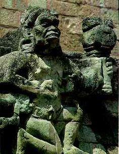 La religión influencia la vida de los mayas en los ritos agrícolas, en las ceremonias públicas, en el arte y la cultura. Su importancia fue muy grande. Los mayas adoraban a varios dioses así es una religíon politeísta.
