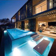 Night Swim time  #modernarchitect #infinitypool #luxuryhomes #gorgeoushomes #infinitipool #homedesign #architecture #apexestategroup #apexproperties #luxuryrentals #luxuryhomes #luxury