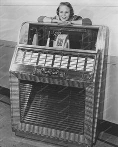 Seeburg Select-O-Matic 100 Jukebox 1950s 8x10 Reprint Of Old Photo