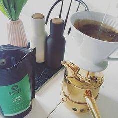 Noch ein Kaffee ️ für die letzten Sonnenstrahlen ️ auf Balkonien.Jetzt mal frisch aufgebrüht und im Test von @coffeecircle mit Schokoaromen  Hatte heute ja noch nicht genug Schokoflavour  #040 #coffee #coffeecircle #coffeetime #decor #decoration #details #Hamburg #hh #home #homeinspo #igershamburg #interior #interior4all #kaffee #kaffeepause #kitchen #limu #sonntag #sunday #time4coffee