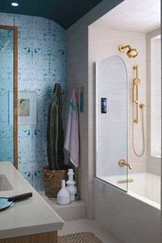 Create the perfect moment with combined rainhead, showerhead and handshower that rinse the day away or energize the day to come. Explore Havana in this spirited design.