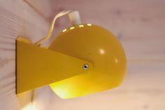 ball lamp, yellow wall lamp, vintage lamp kidsroom, retrolamppu, pallovalaisin, vintage seinävalaisin,