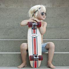 Longboard kid - Tiny Velvet from Norwaii Longboards /// such a cute kid, future kids will be riding too Cute Kids, Cute Babies, Baby Kids, Little Man, Little People, Hansel Y Gretel, Style Japonais, Longboarding, Stylish Kids