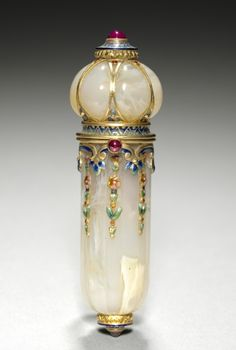 Perfume Vial, c. 1900: agate with enamel, gold, rubies; fabricated by Tecla Firm (French):