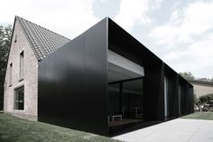 moderne home ? :: ARCHITECTURE :: Photo Credit: Graux & Beyens architecten a Belgian architecture firm - adore! Lovely exterior cladding to . Architecture Extension, Architecture Durable, Houses Architecture, Black Architecture, Architecture Design, Residential Architecture, Contemporary Architecture, Amazing Architecture, Installation Architecture