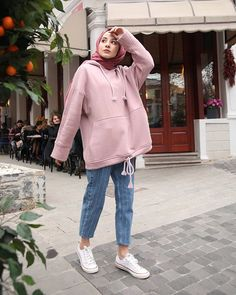 Hijab Long et Simple - Style très Chic - Hijab Fashion and Chic Style Hijab Casual, Hijab Chic, Ootd Hijab, Modern Hijab Fashion, Street Hijab Fashion, Muslim Fashion, Modest Outfits, Casual Outfits, Fashion Outfits