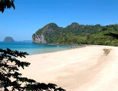 A quick hop from Ko Hai, Ko Mook's main draw is the stunning Emerald Cave, with its inland beach of fine sand at the base of a spectacular natural chimney.  Read more: http://www.roughguides.com/destinations/asia/thailand/itineraries/#ixzz2xLU3XuEI (island hopping) #3b