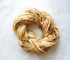 Hämmentäjä: Juhlava pullakranssi: Nailed it! Braided cinnamon bun, actually nailed it!