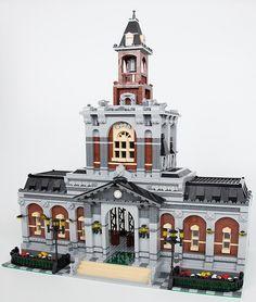 Town Hall of Railway Station. Train Lego, Lego Train Station, Lego Trains, Lego City, Lego Modular, Lego Design, Gare Lego, Chateau Lego, Modele Lego